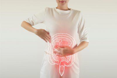 imagen de mujer con intestino inflamado por sibo (sobrecrecimiento bacteriano del intestino delgado)